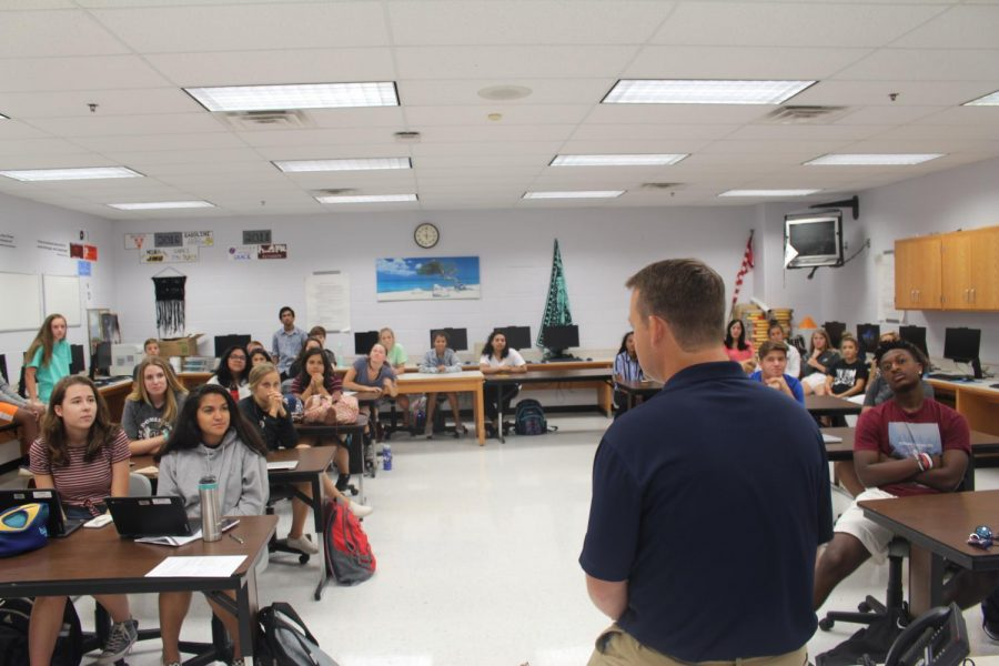 JP Finlay Visits Journalism Classes at Dominion